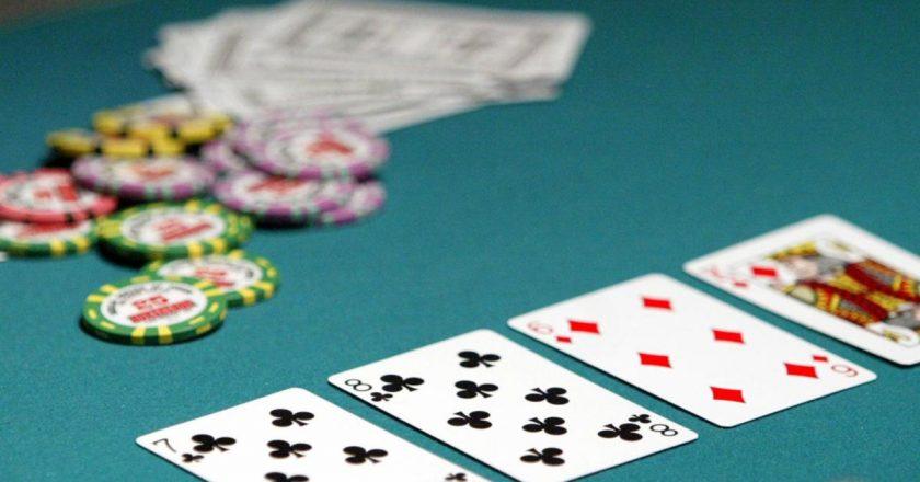 Salah Pilih Live Chat Poker Online, Siap Tanggung Kerugian Ini!
